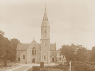 Archival photograph of church (undated).