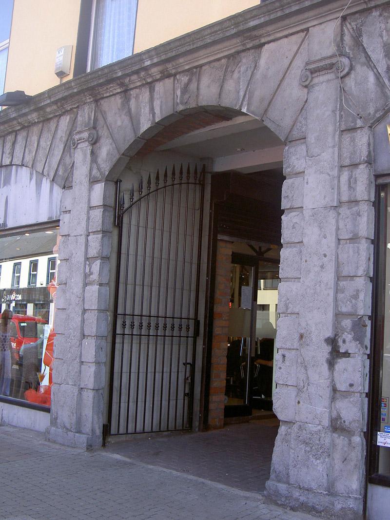 Carriage arch, ground floor