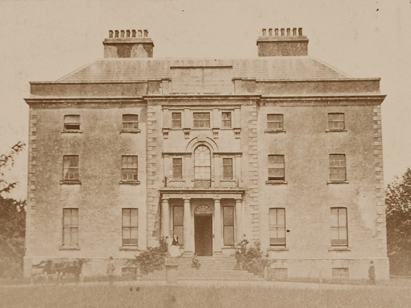 Archival photograph of country house (1880).